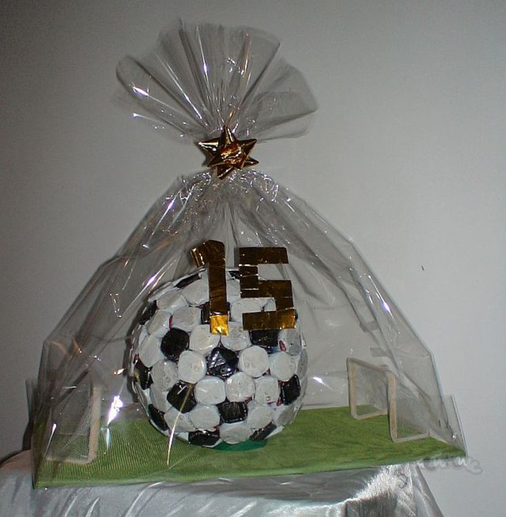 Футбольный мяч из конфет своими руками пошаговое фото для начинающих 76